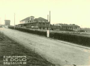 Vue générale de l'abattoir, boulevard Foch, années 1940. Archives Municipales Bressuire